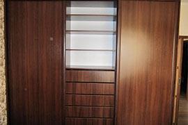 Шкафы-купе с расцветкой орех